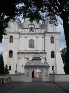 kościół z XVIII wieku, w stylu barokowym w Jedlińsku